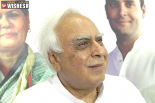 Kapil Sibal Removes His Collusion Tweet With BJP After Rahul Gandhi's Clarification